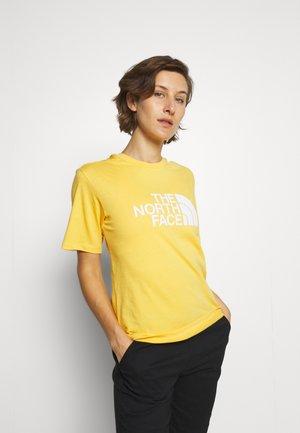 SUMMER BOYFRIEND TEE - Print T-shirt - amber