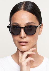 Meller - BANNA - Sunglasses - all black - 0