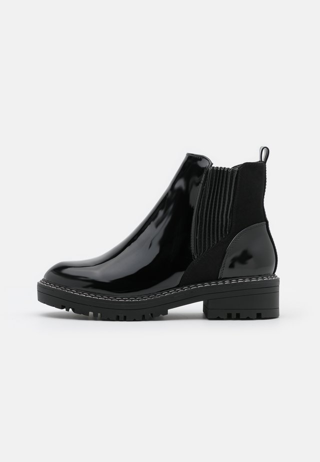 WIDE FIT QUEENIE CHUNKY CHELSEA BOOT - Korte laarzen - black