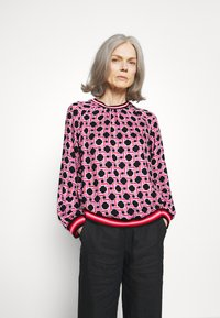 Emily van den Bergh - Bluser - black/pink - 0