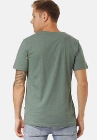 Lakeville Mountain - DEBO - Print T-shirt - pine green mel - 1