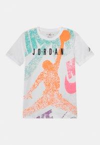 Jordan - DISTRESS UNISEX - T-shirt print - white - 0