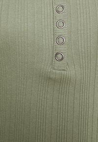 Hollister Co. - Jednoduché triko - olive - 6