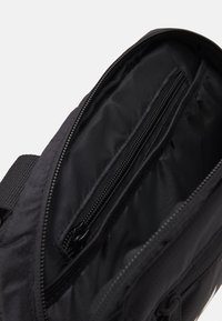 Ellesse - MAGGU CHEST BAG UNISEX - Rumpetaske - black - 2