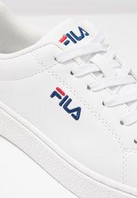 Fila - UPSTAGE  - Sneakersy niskie - white - 2