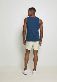 Nike Sportswear - FESTIVAL  - Shorts - limelight/volt/black - 2