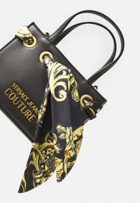 Versace Jeans Couture - PRINTED FOULARD HANDBAG - Handbag - nero - 3