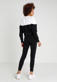 Nike Sportswear - W NSW HRTG CREW FLC - Mikina - black/white/black - 2