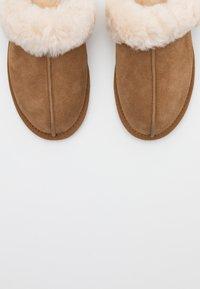 UGG - SCUFFETTE  - Pantoffels - chestnut - 3