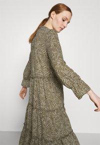 Vero Moda - VMFELICITY 7/8 CALF DRESS  - Vestido informal - ivy green/felicity - 3