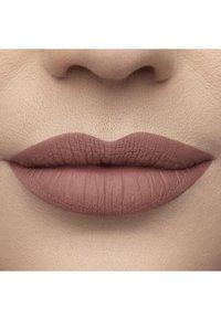 Too Faced - MELTED MATTE LIQUIFIED MATTE LONG WEAR LIPSTICK - Liquid lipstick - cool girl - 2