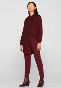 Esprit - IM STREIFEN-LOOK - Button-down blouse - garnet red - 3