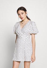Forever New Petite - DRESS - Sukienka letnia - white/black - 0