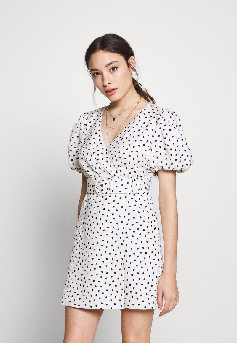 Forever New Petite - DRESS - Sukienka letnia - white/black