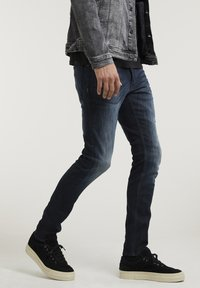 CHASIN' - CARTER NEAL - Slim fit jeans - blue - 2