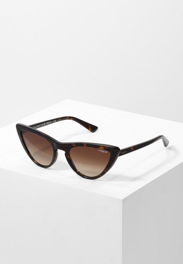 GIGI HADID - Okulary przeciwsłoneczne - brown gradient