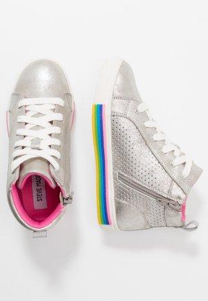 JGROOVE - Sneaker high - silver