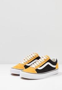 Vans - STYLE 36 - Sneakersy niskie - mango mojito/black - 2