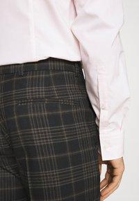 Limehaus - Kostym - brown - 7