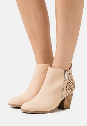 WENDIE - Ankle boots - nude