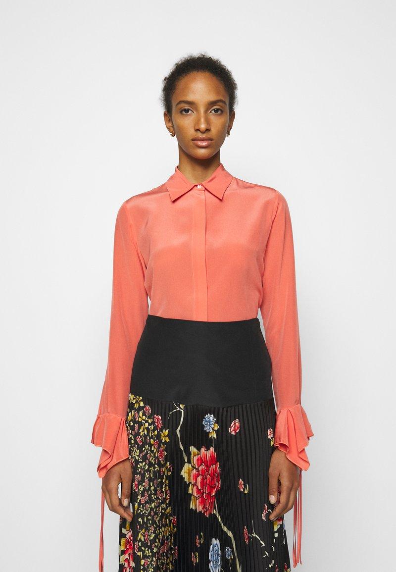 Victoria Victoria Beckham - FLOUNCE CUFF SHIRT - Košile - lychee pink