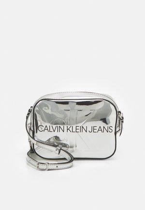 SCULPTED CAMERA BAG BODY - Across body bag - silver-coloured