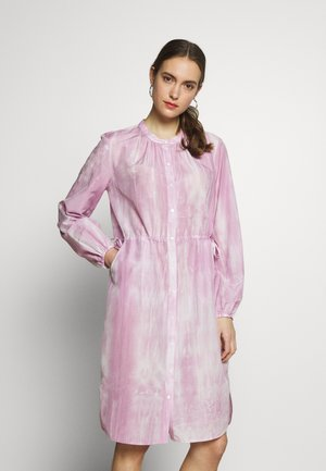 DRESS STYLE DRAWSTRING ROUND HEMLIINE TIE DYE - Vestido camisero - blurred berry
