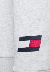 Tommy Hilfiger - CUFFED FLAG LOGO - Spodnie treningowe - white - 4