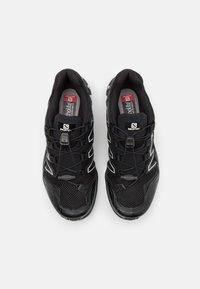 Salomon - XA-COMP ADV UNISEX - Sneakers basse - black/white/goji berry - 3