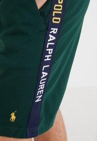 Polo Ralph Lauren - INTERLOCK - Shorts - college green - 4