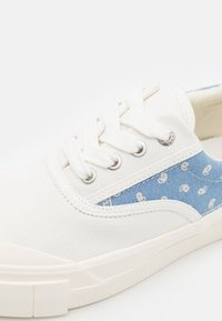 Good News - OPAL PAISLEY UNISEX - Sneakers laag - white/blue - 5