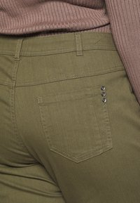 Ciso - CAPRI WITH ZIP POCKETS - Stoffhose - khaki - 4