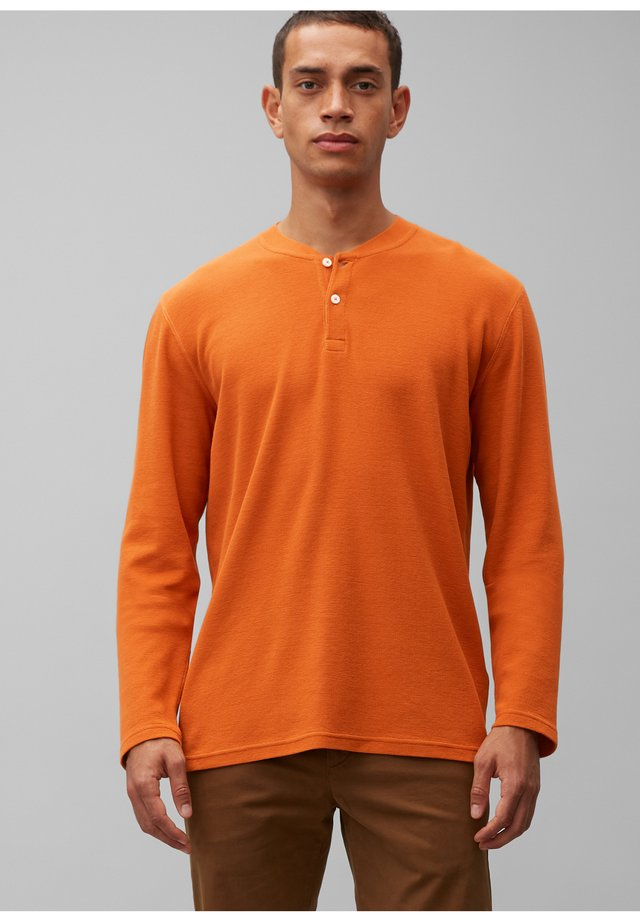 LONGSLEEVE AUS ORGANIC COTTON - Long sleeved top - rust
