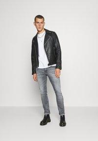 Tommy Jeans - SCANTON SLIM - Slim fit jeans - king iron grey - 1