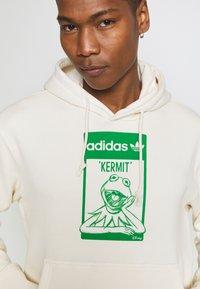 adidas Originals - HOODIE KERMIT UNISEX - Sweat à capuche - off-white - 4