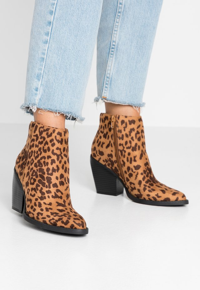 KLICCK - High heeled ankle boots - brown