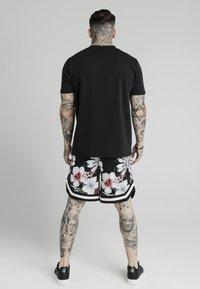 SIKSILK - Shorts - black - 2