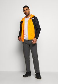 The North Face - MEN'S FARSIDE JACKET - Hardshelljacka - flame orange - 1