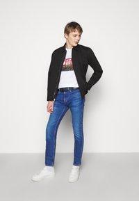 HUGO - Džíny Slim Fit - bright blue - 1