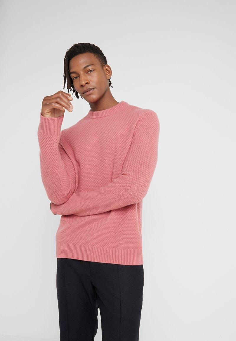 Filippa K - TOBIAS - Stickad tröja - pink cedar