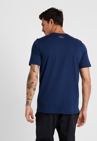Under Armour - BOXED STYLE - Print T-shirt - academy/red - 2