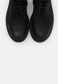 Apple of Eden - YARA - Kotníkové boty na platformě - black - 5