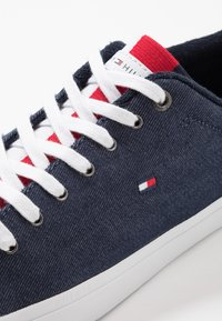 Tommy Hilfiger - ESSENTIAL LONG LACE - Sneakersy niskie - blue - 5