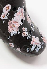 Crocs - FREESAIL - Slippers - black - 2