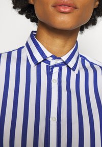 Polo Ralph Lauren - LONG SLEEVE - Button-down blouse - white/medium blue - 5