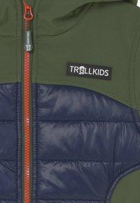 TrollKids - LYSEFJORD UNISEX - Soft shell jacket - forest green/navy/flame orange - 2