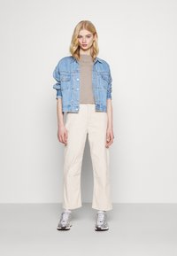 Levi's® - RIBCAGE STRAIGHT ANKLE - Jean droit - sand shell wide wale - 1