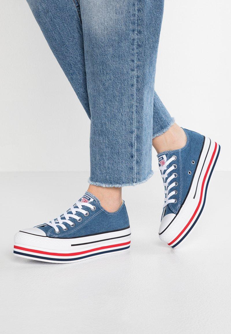 Converse - CHUCK TAYLOR ALL STAR PLATFORM LAYER - Joggesko - ensign blue/white/black