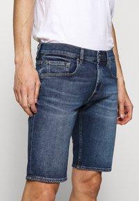 7 for all mankind - REGULAR HEMET - Denim shorts - mid blue - 3