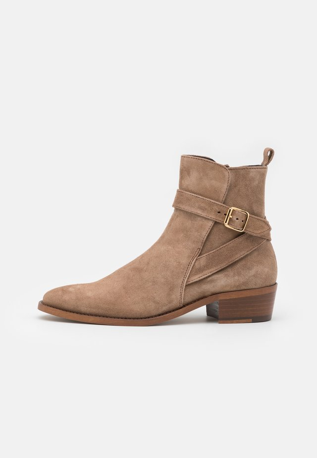 HALO STRAP CUBAN - Classic ankle boots - camel